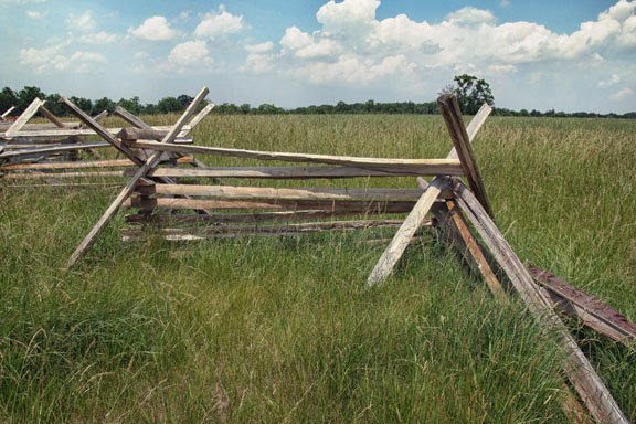 Gettysbur Battlefiled fense photo with diagonals in the composition